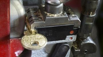 Schlüsseldienst Maschine macht neuen Schlüssel